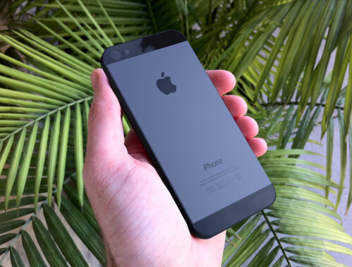 iPhone 5 rendered in hand