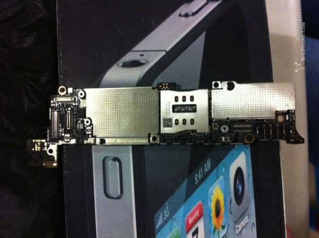 Leaked photos of alleged motherboard for new Apple iPhone - Pictures of the new Apple iPhone's motherboard appear, shows new antennas and battery coming