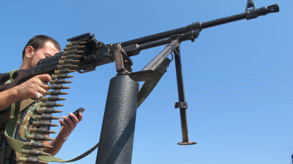 Multitasking like a boss: here's how to fire a machine gun and text at the same time