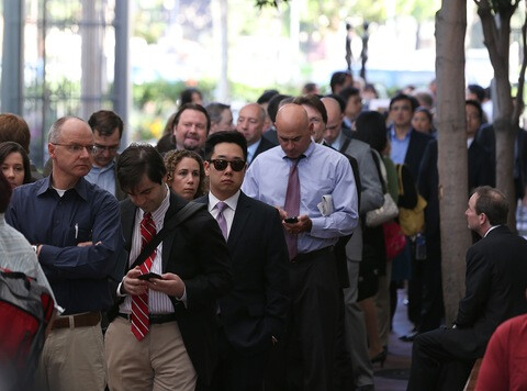 People line up to view the Apple v. Samsung trial - Jury deliberations underway in Apple v. Samsung trial