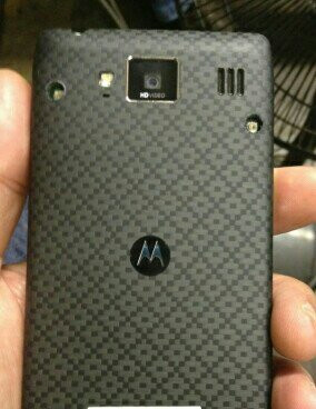 The Motorola DROID RAZR HD (left) and its alleged European version – the Motorola RAZR HD (right)
