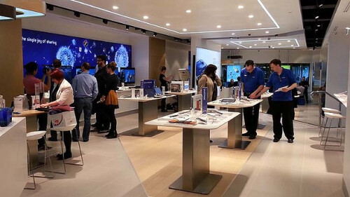 Samsung takes a page off the Apple Stores book, opens a similar one in Australia