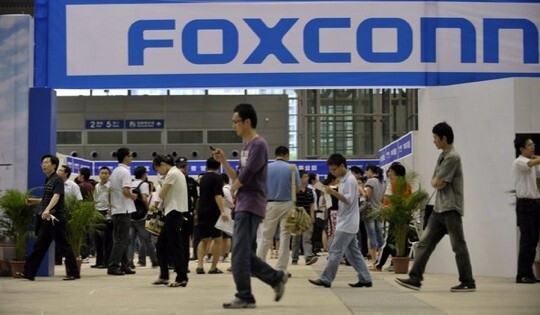 Some production line workers at Foxconn have received a 16% pay raise - Foxconn raises basic pay by 16% for certain line workers and cuts probation period in half