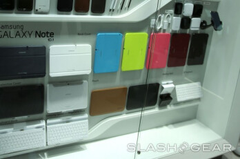 The Samsung GALAXY Note II has a number of colorful accessories