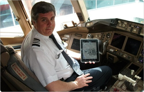 The FAA is allowing the Apple iPad to replace paper charts and manuals on American Airlines - American Airlines gets FAA approval to replace charts and manuals with the Apple iPad