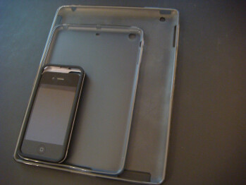 Alleged iPhone 5 and iPad mini cases caught on camera again