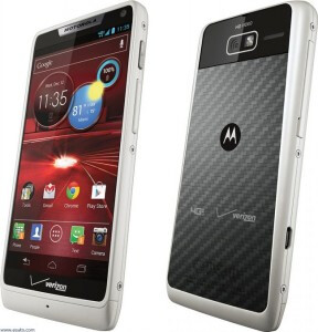 GL Benchmark displays the 2GHz processor for the XT890 (L) and the recently launched Motorola DROID RAZR M