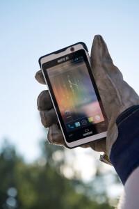 Nautiz-X1-IP67-rugged-smartphoneglove1