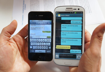 Texts sent in Spanish from the SGS III on the right appear in English on an unmodified iPhone on the left.