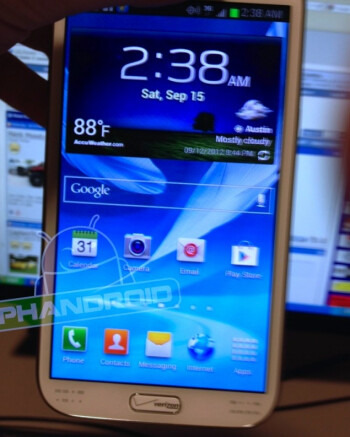 Leaked photo of the Verizon Samsung GALAXY Note II, check out the branded home button