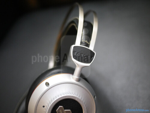 House+of+Marley+Destiny+Series+over-the-ear+headphones+hands-on
