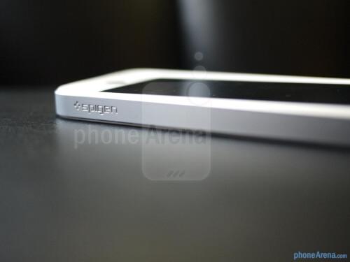 Spigen+iPhone+5+Neo+Hyrid+EX+Snow+Series+Case+hands-on