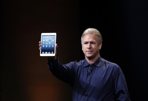 People weirdly holding the iPad mini with one hand