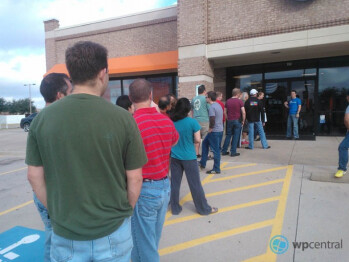 A line of eager Windows Phones buyers at the AT&T store in Irving, Texas