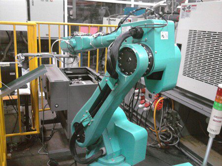 30,000 robots will be installed in Foxconn factories by year's end - Foxconn installs 10,000 industrial robots in one of its factories