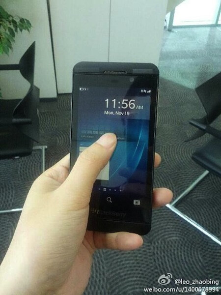 L-Series BlackBerry 10 smiles for the camera again