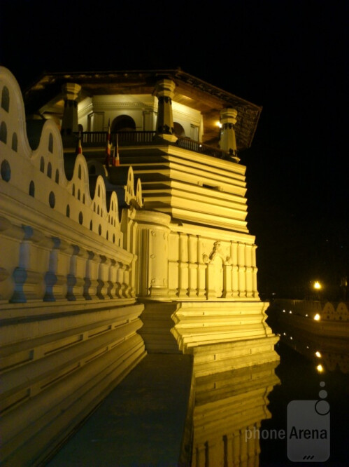 Chathuranga - Sony Ericsson Arc STemple of the Sacred Tooth Relic at Night