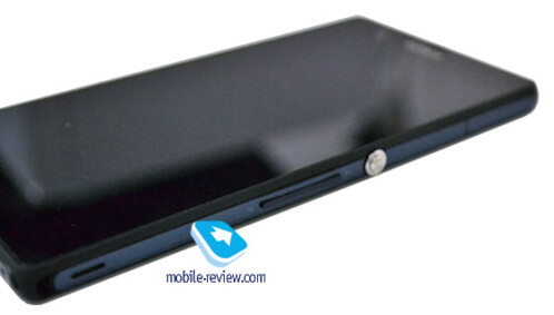 """Sony Yuga 5"""" Full HD phone gets previewed, your microSD prayers are answered"""