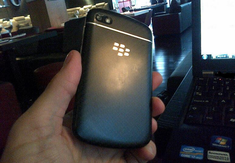 Pic supposedly showing BlackBerry 10 N-Series leaks