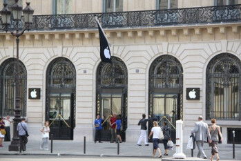 This Paris Apple Strore was robbed on Monday night