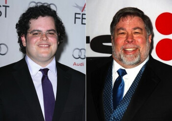Josh Gad plays Steve Wozniak (R)