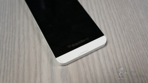 Here are more leaked pictures of the BlackBerry Z10 in white
