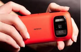 We might see the Nokia EOS which is a Windows Phone model with the same camera sensor found on this Nokia 808 PureView