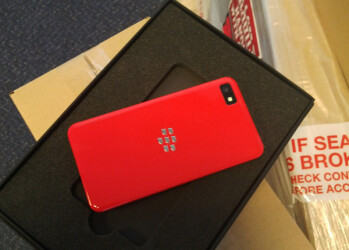 BlackBerry Z10 arrives in limited edition glossy red for ardent developers