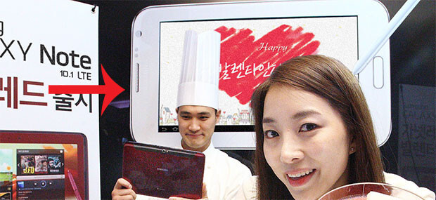 Is that the Samsung Galaxy Note 8.0 in the background? - Did Samsung accidentally show us the Samsung Galaxy Note 8.0?