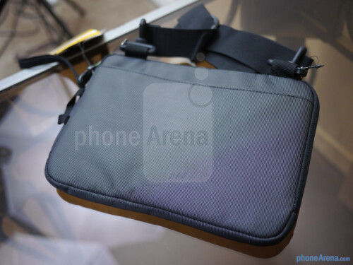 STM Bags Jacket D7 sleeve for Apple iPad mini hands-on