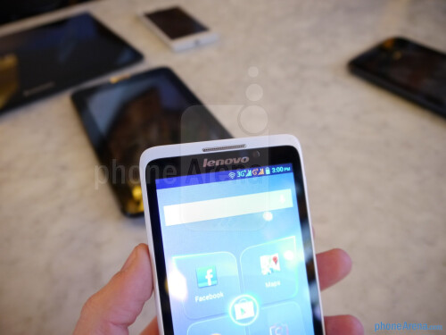 Lenovo S890 hands-on