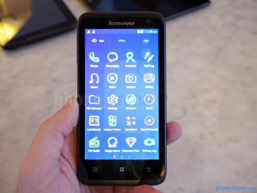 Lenovo IdeaPhone S720 hands-on