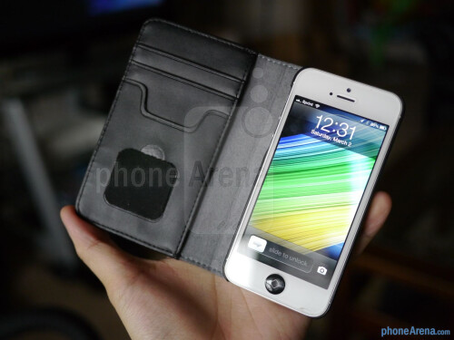 Moshi Overture Wallet Case for iPhone 5 hands-on