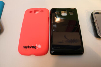Comparing a case for the Samsung Galaxy S III (L) with one for the Samsung Galaxy S IV