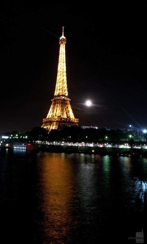 Ardyvas - Samsung Galaxy S II<br>Eiffel Tour and full moon