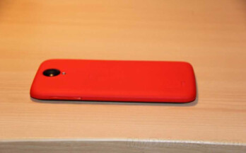 The Lenovo S820 is aimed at women