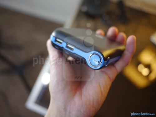 New Trent iCarrier IMP120D 12,000 mAh Battery Pack hands-on