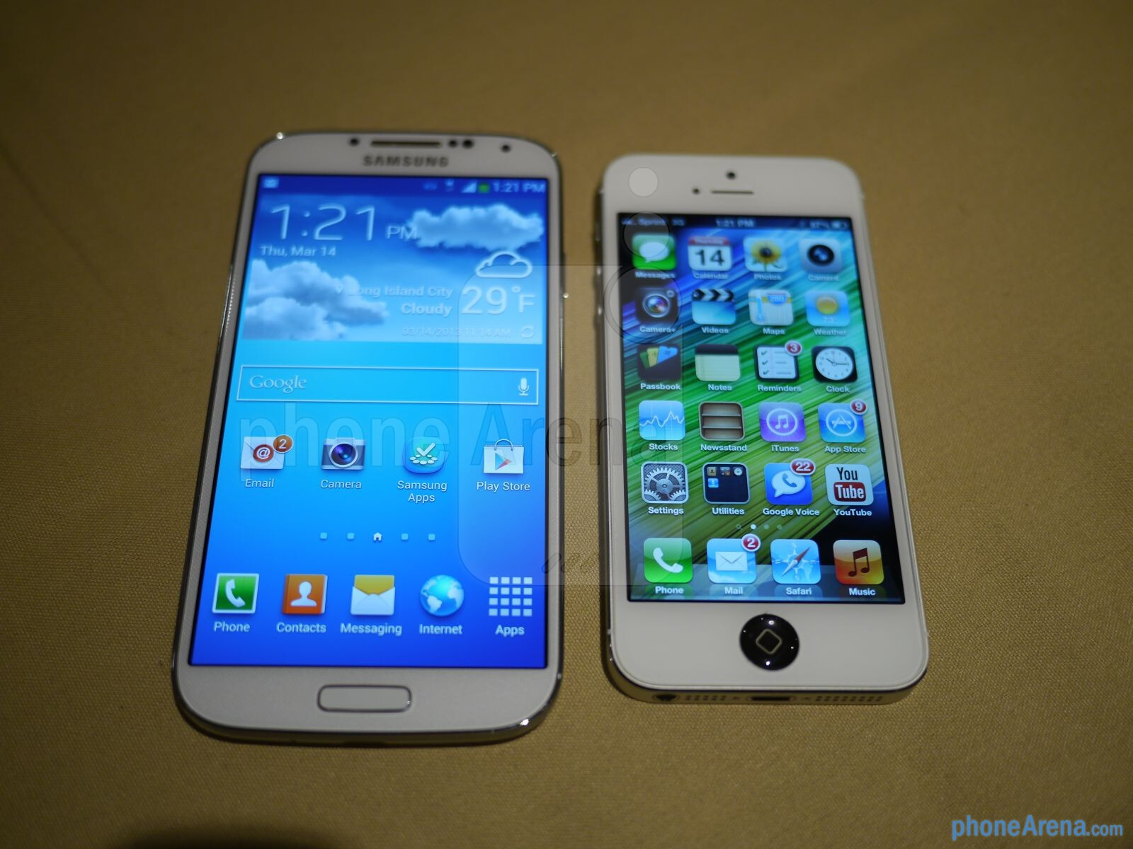 samsung galaxy s 4 vs apple iphone 5 first look. Black Bedroom Furniture Sets. Home Design Ideas