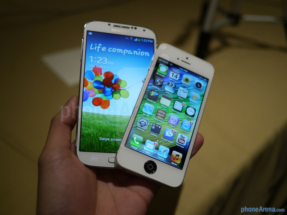 Samsung Galaxy S 4 vs Apple iPhone 5: first look