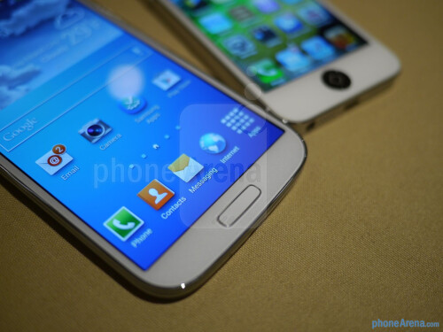 Samsung Galaxy S IV vs Apple iPhone 5 - first look