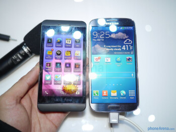 Samsung Galaxy S 4 vs BlackBerry Z10: first look