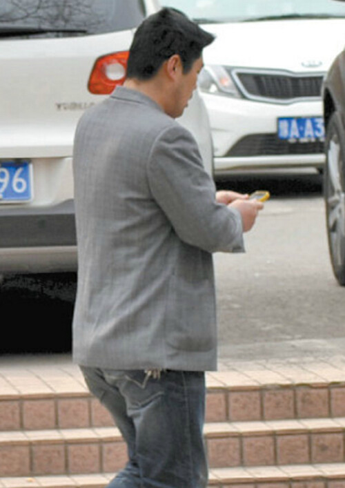 The art of stealing iPhones: Chinese man pickpockets a woman on a bike using... chopsticks!