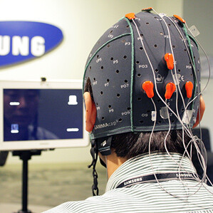 This EEG cap allows users to make selections on a tablet by using their thoughts