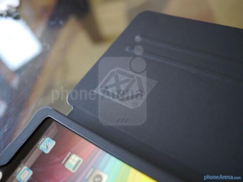 Case Scenario's Pantone Universe Bookcase for iPad mini hands-on