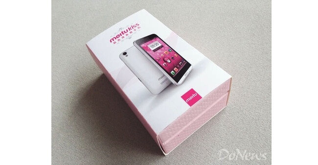 Duckface! MeituKiss HD sports two 8 MP cameras by Sony