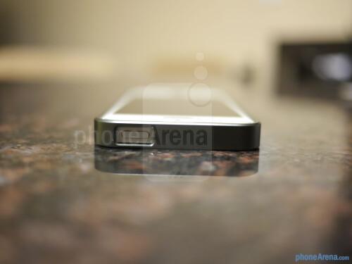 AL13 Ultra-thin Aluminum Bumper for iPhone 5 hands-on