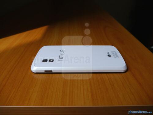 White Google Nexus 4 hands-on