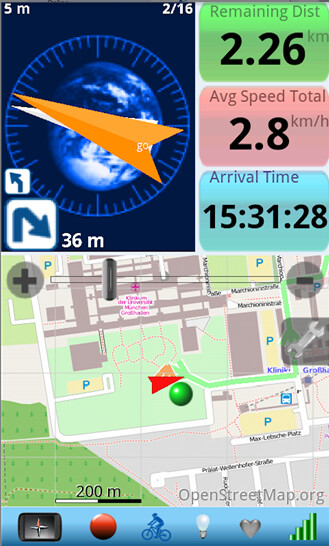 Screenshots from Run.GPS (L) and clever-tanken