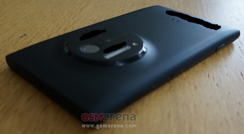 Leaked pictures of the Nokia Lumia EOS