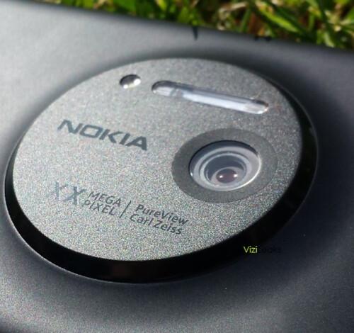 Leaked pictures of the Nokia Lumia EOS